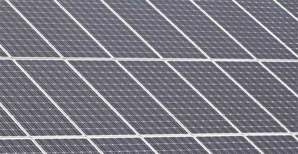 Dünnschicht-Solarmodule: Hocheffizient und flächenbündig ins Dach integrierbar